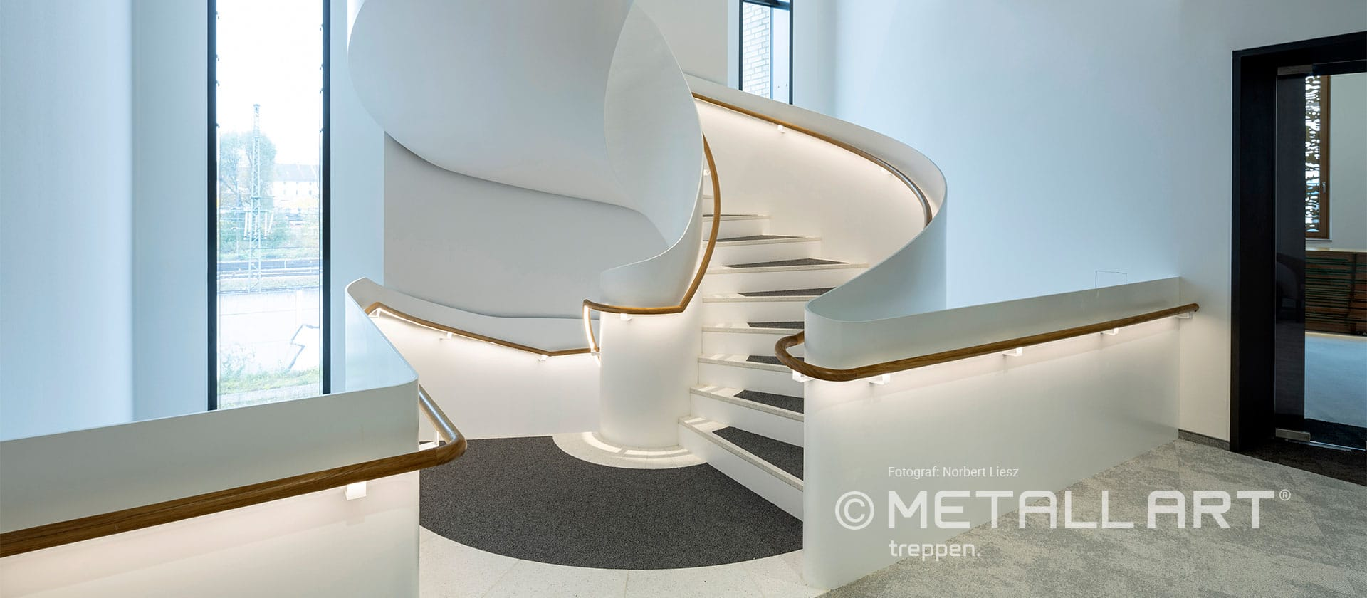 Designtreppe in edlem Weiss