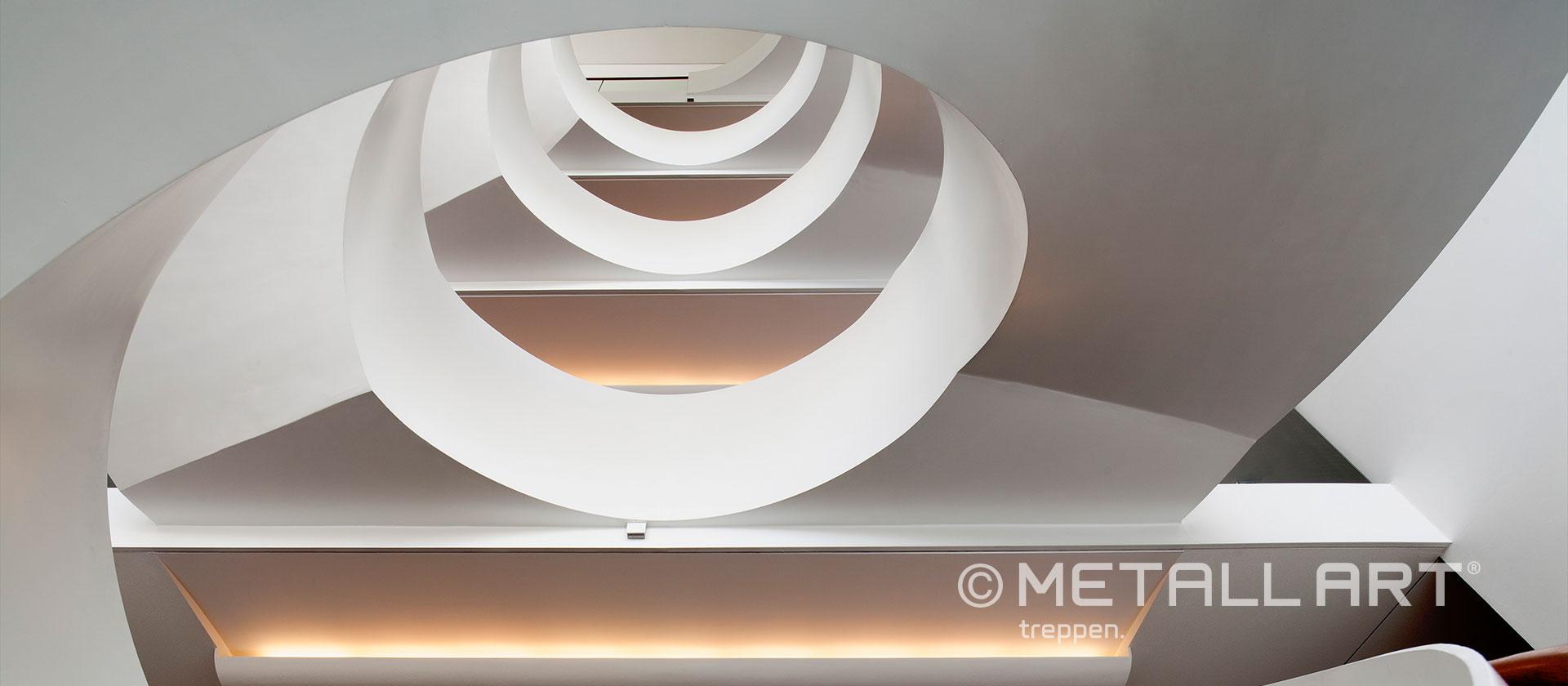 Designtreppe weiß gewendelt