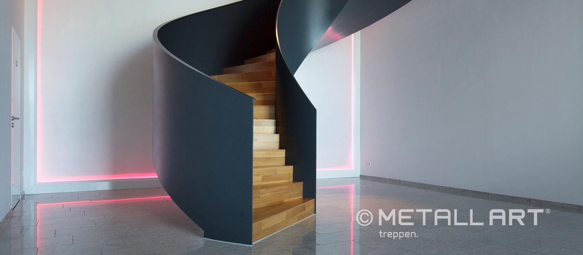 Elegante Treppe in Schwarz