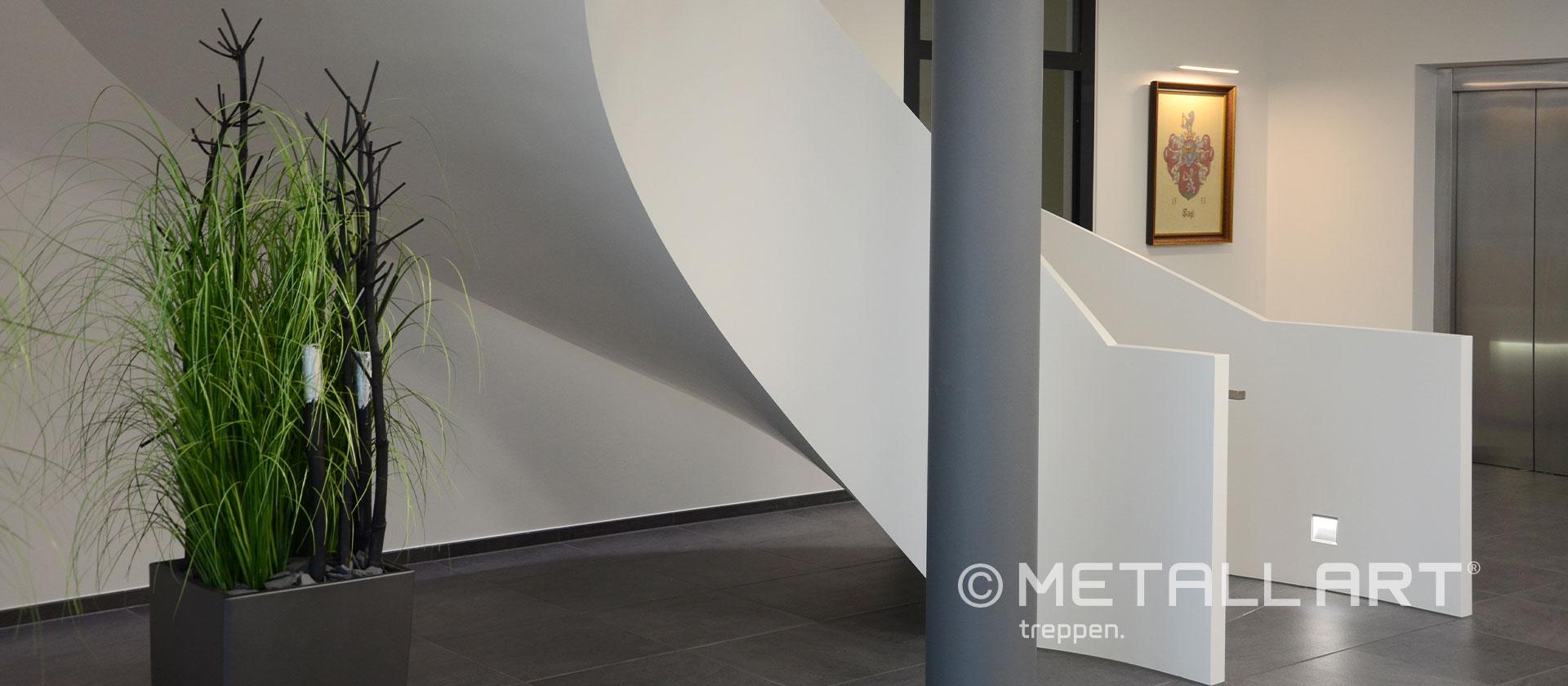 Faltwerk Treppe weiß
