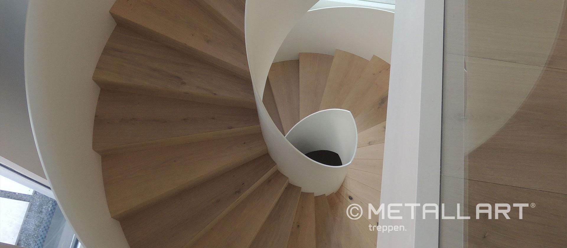 Gewendelte Treppe weiß