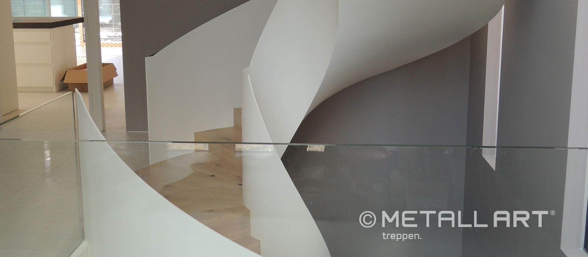 Glasgeländer Treppe in weiß