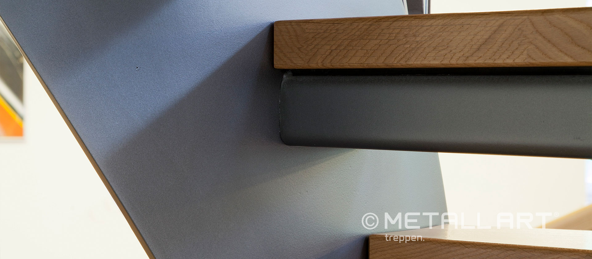 Holzstufen Metalltreppe
