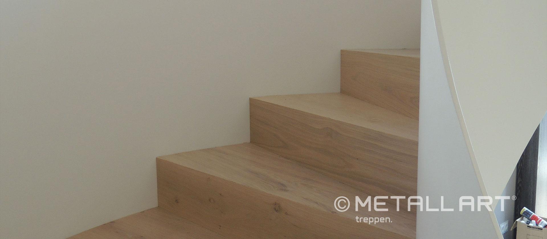 Holzstufen Treppe weiß