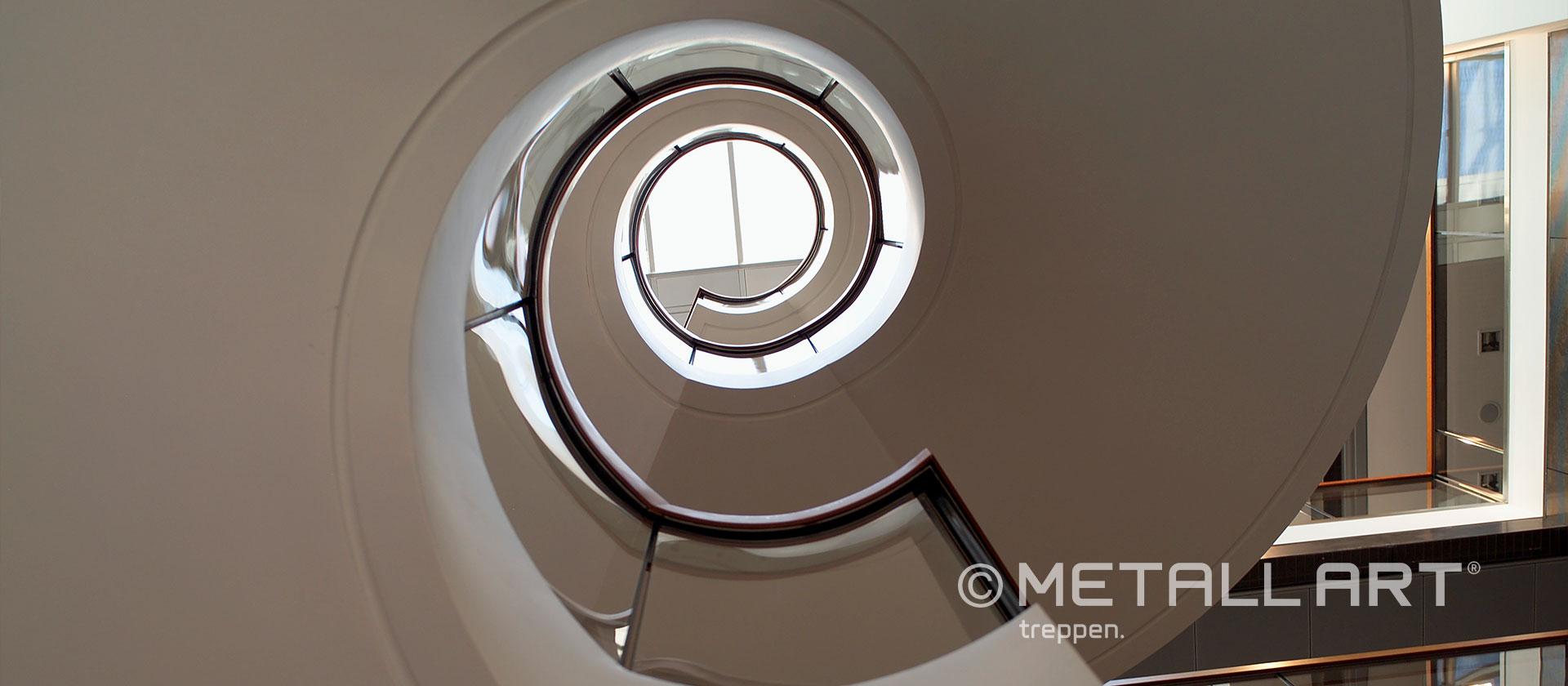 Moderne Treppe gewendelt