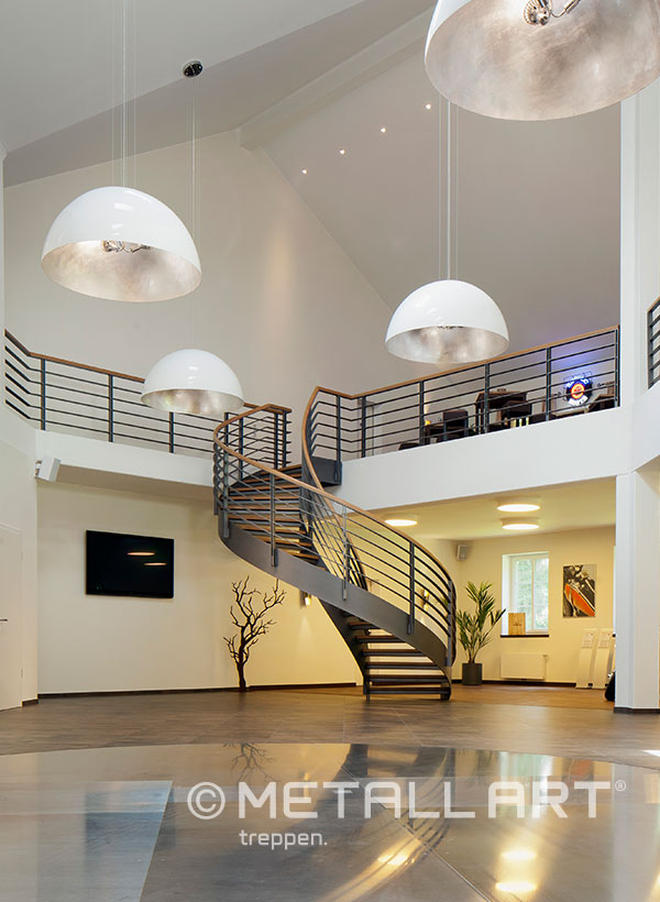 Stahltreppe in schwarzem Design