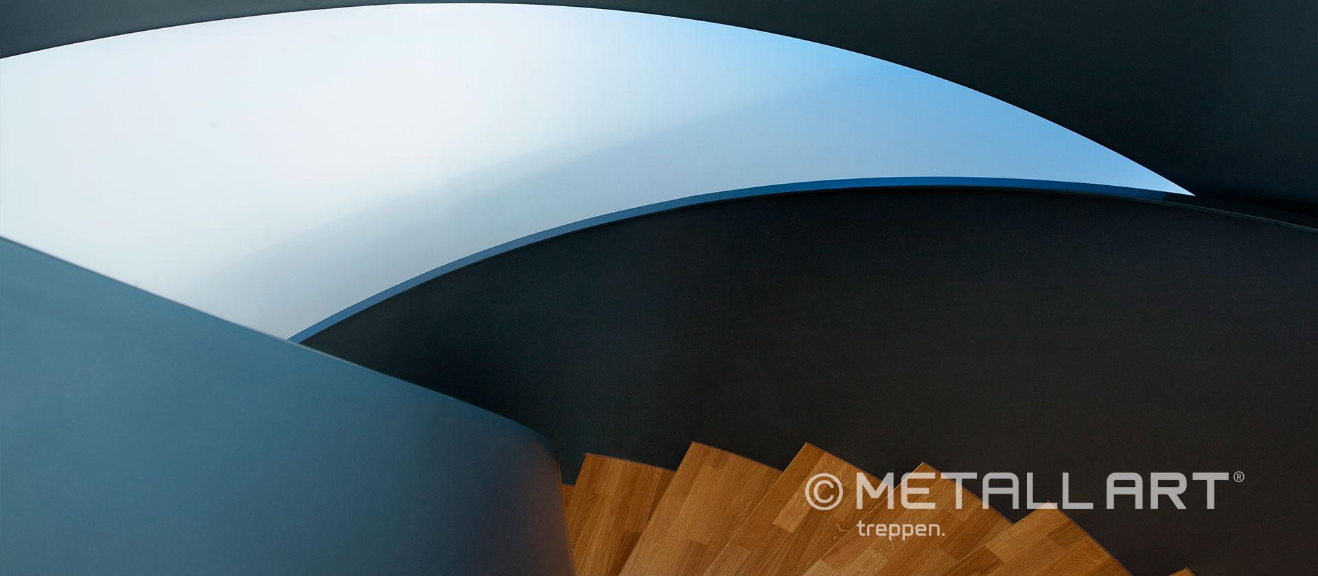 Wendeltreppe mit Brüstung aus Stahl
