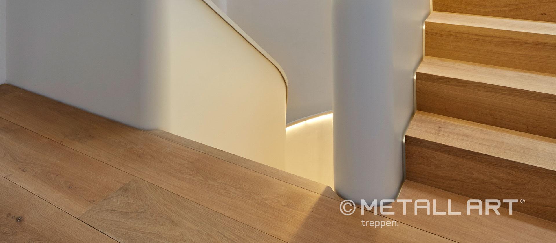 Elegante Kombination aus weiß und Holz