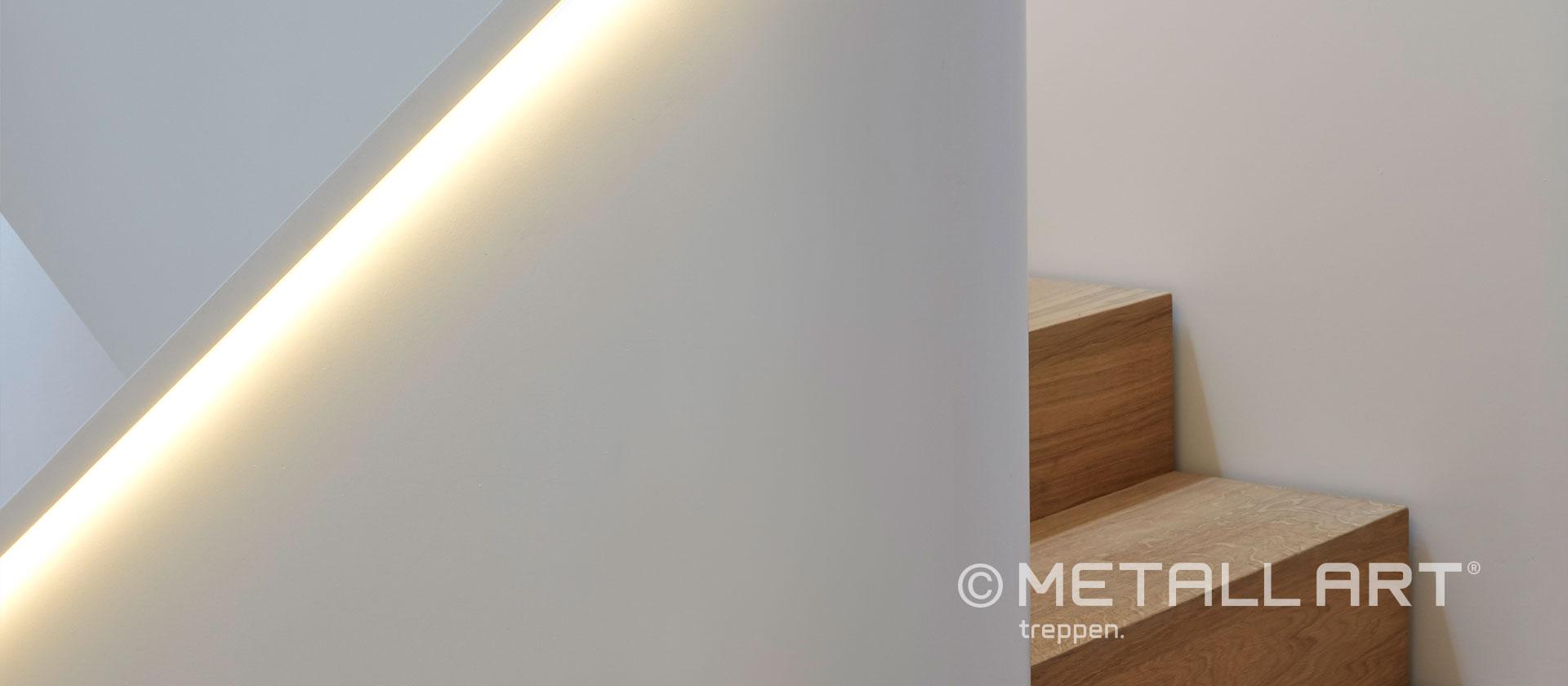 Gewendelte Treppe LED Beleuchtung grazil