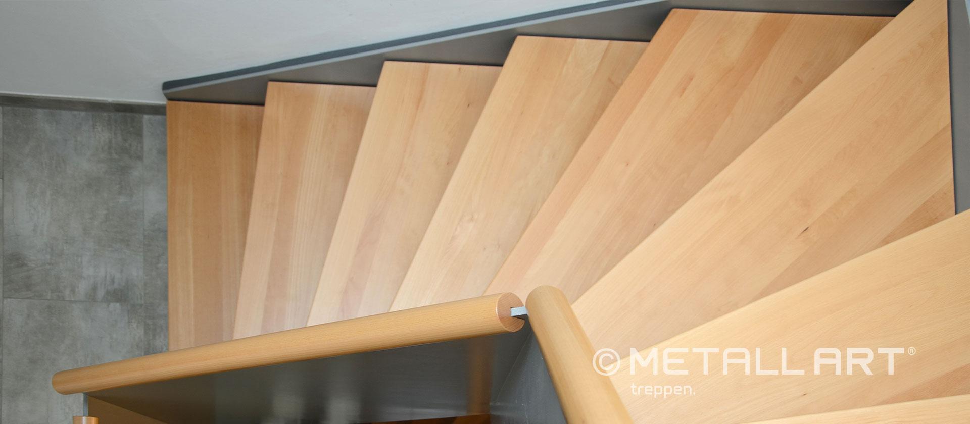 Holzhandlauf Faltwerktreppe mit Wangen
