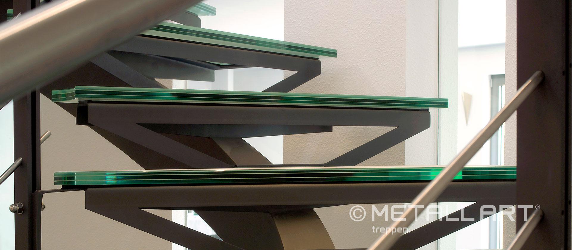 Mittelholmtreppe mit Glas
