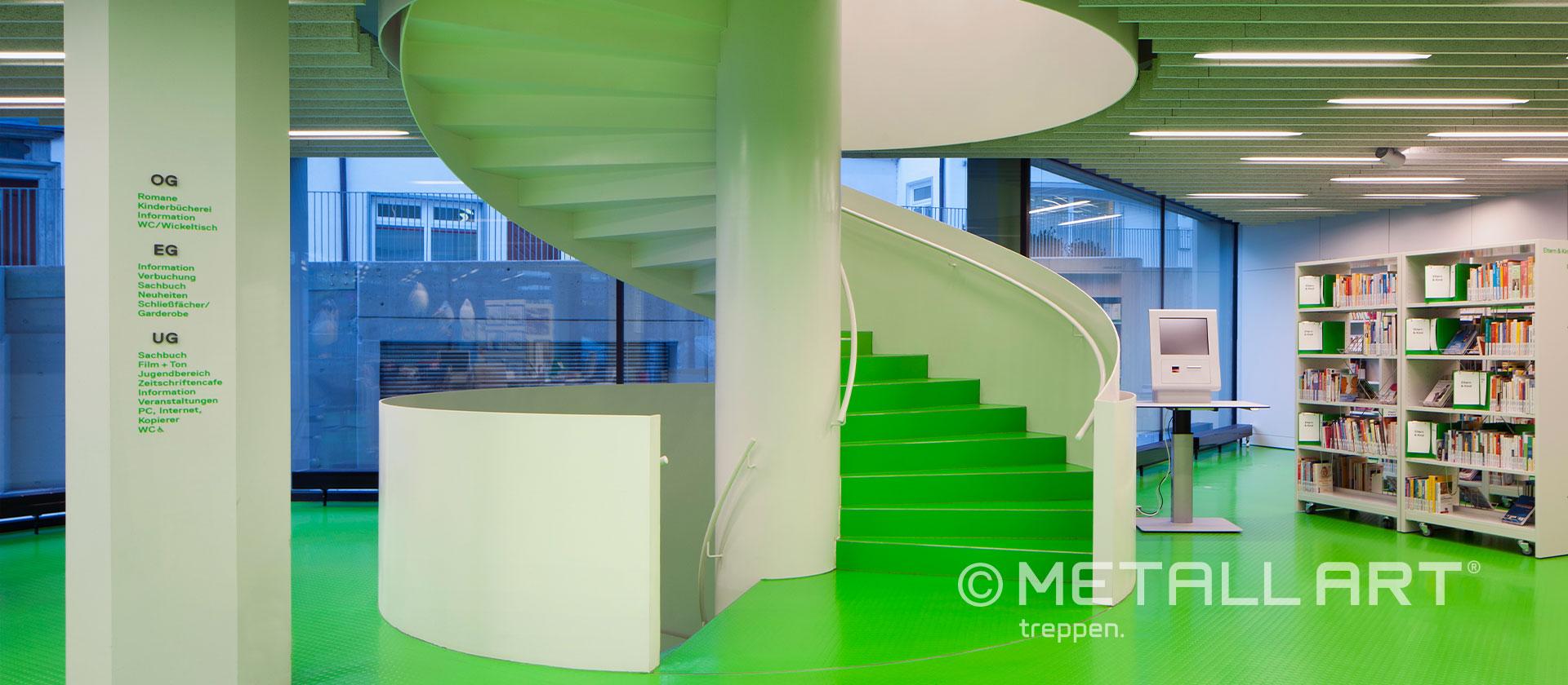 Treppe gespindelt mit weißem Geländer