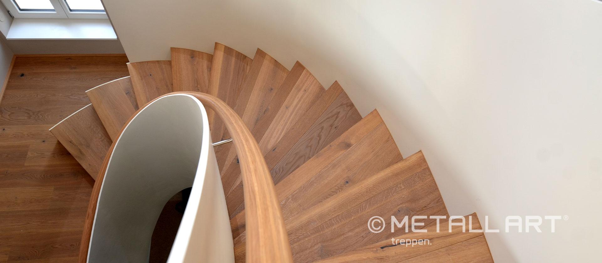 Treppe mit Holz Akzenten und Stufen