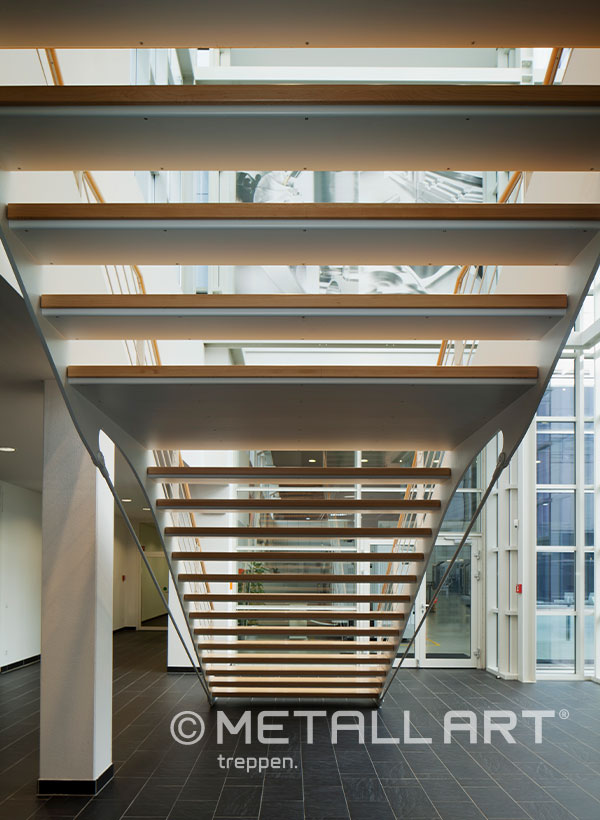 Treppe mit Stahlwangen