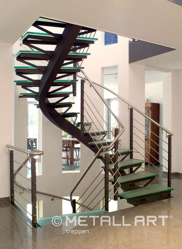 Treppe Mittelholm mit Glasstufen