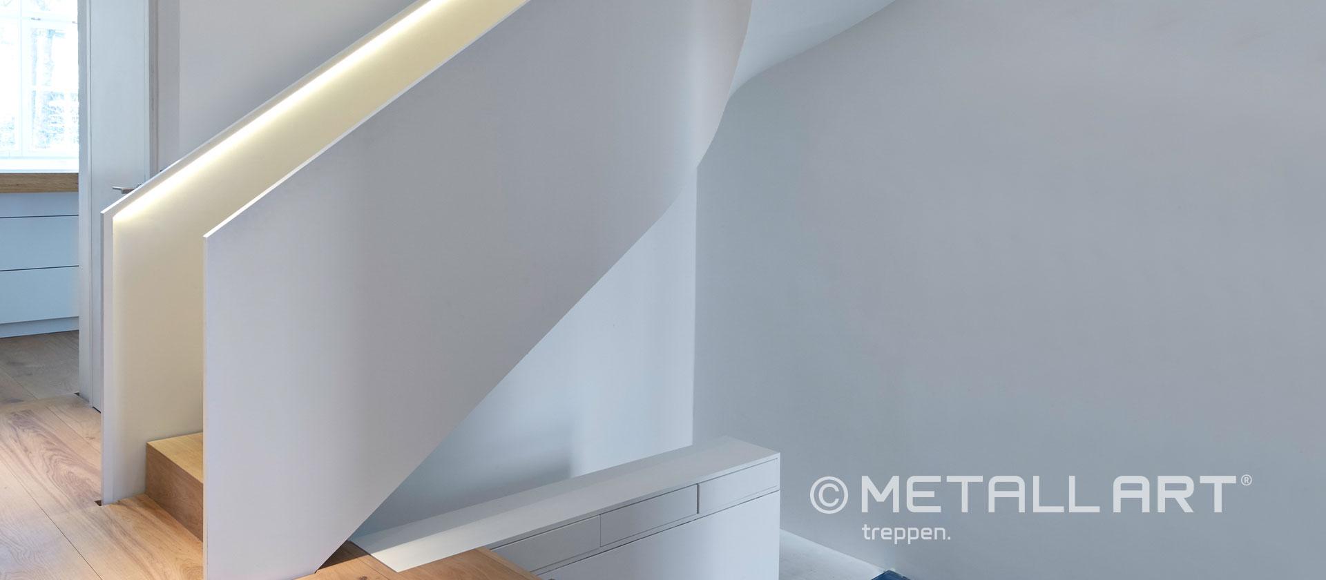 Treppe weiß gewendelt skulptural