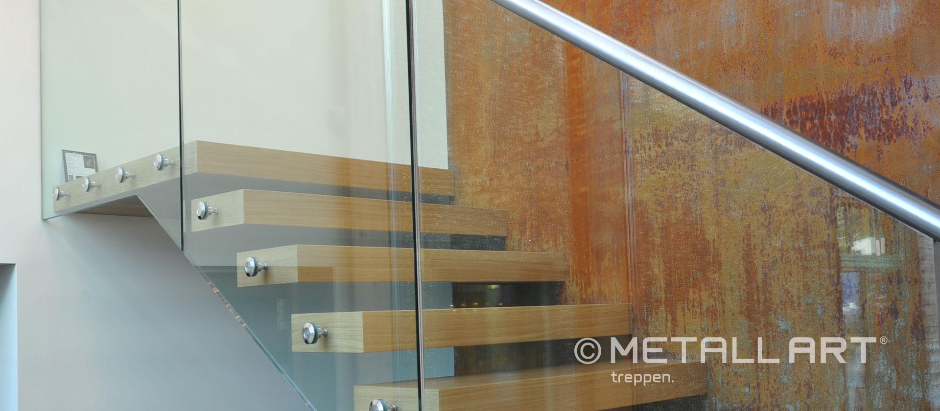 Treppe mit Glassgeländer