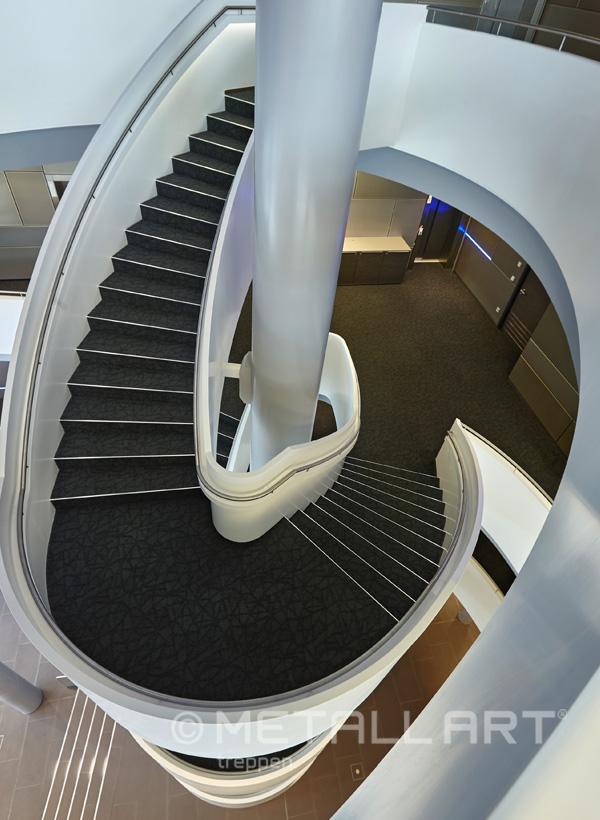 Treppe mit brüstungshohe Wangen
